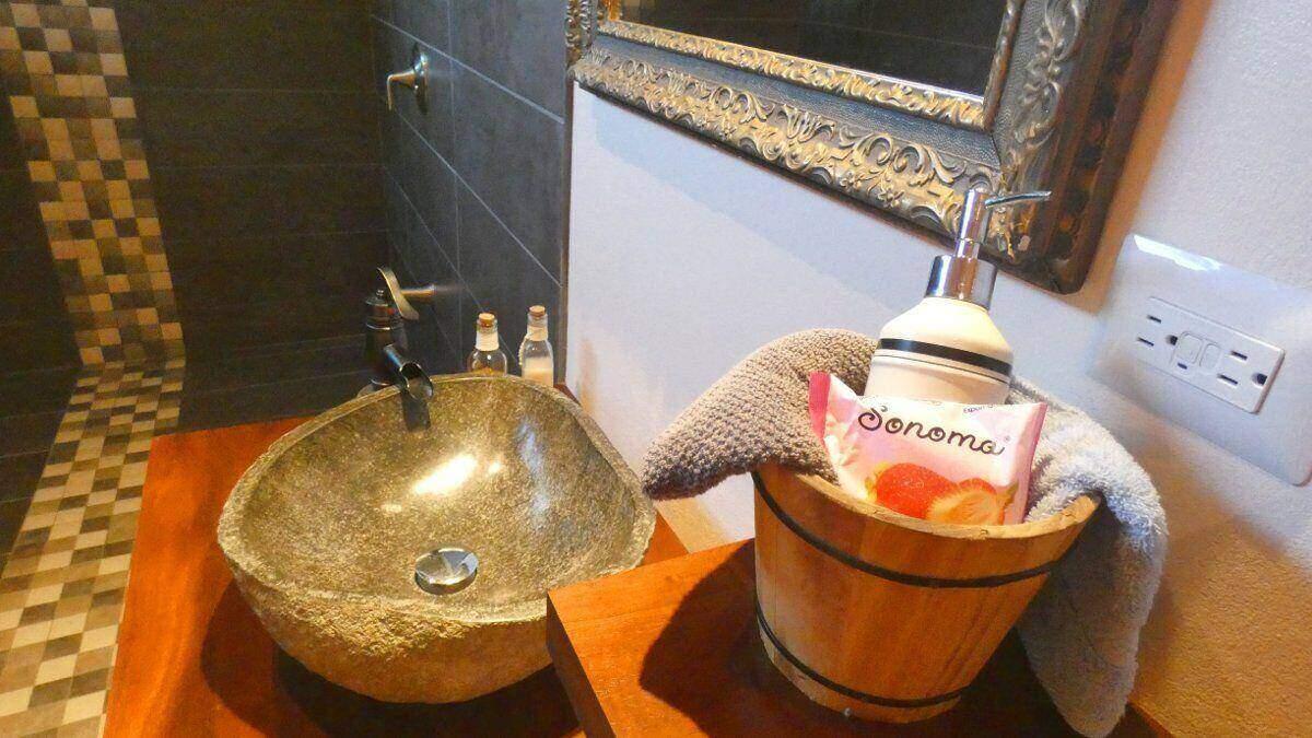 bathroom deluxe double room bnb playa matapalo costa rica