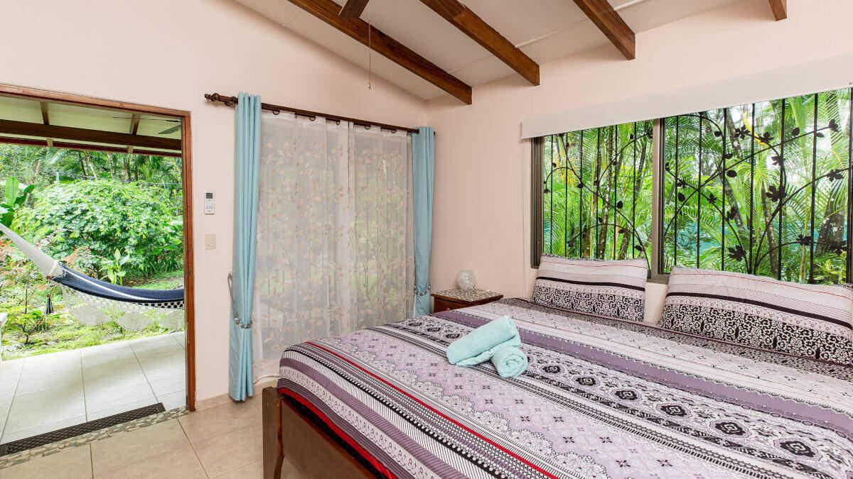 Bedroom Double Room Jardin de los Monos, Hotel in Playa Matapalo Costa Rica