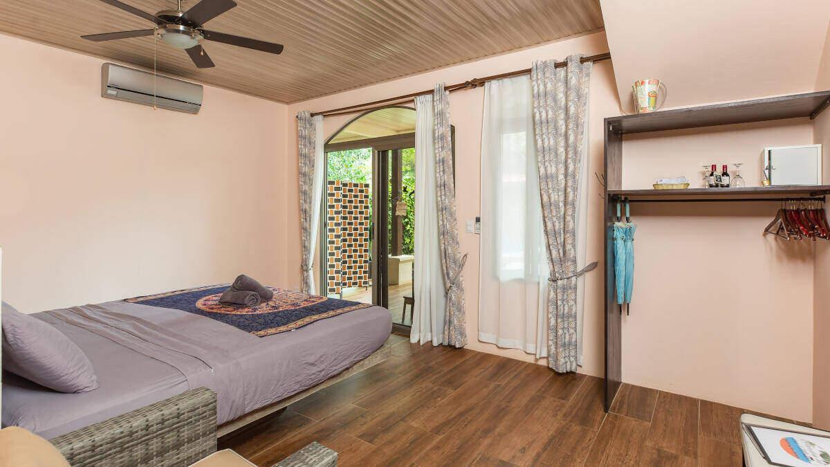 Bedroom Deluxe Double Room Jardin de los Monos, Hotel in Playa Matapalo Costa Rica