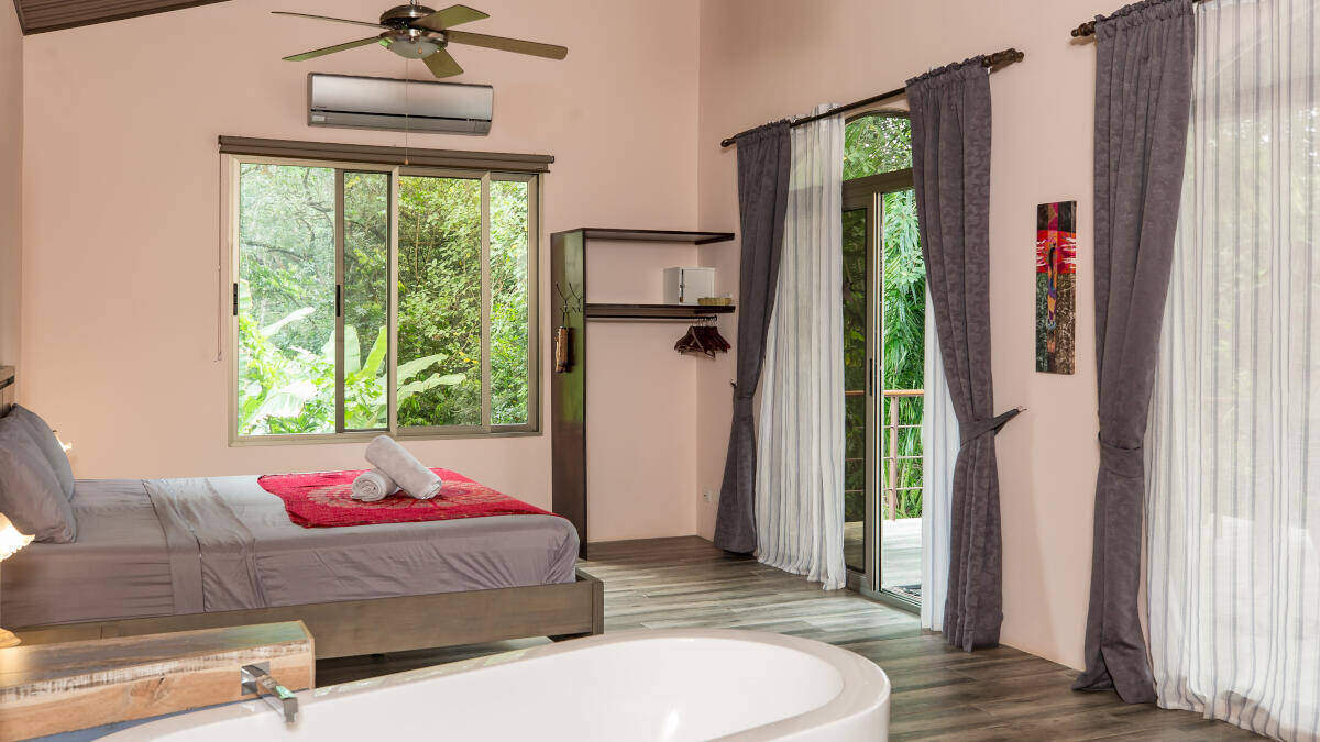 Bedroom Deluxe Suite Jardin de los Monos