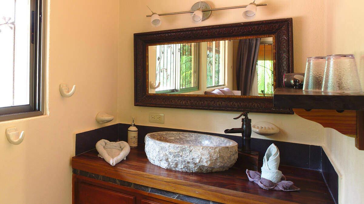 Washing area Junior Suite Jardin de los Monos, Hotel in Matapalo Costa Rica