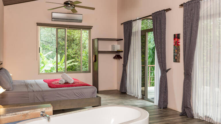 deluxe suite b&b in costa rica